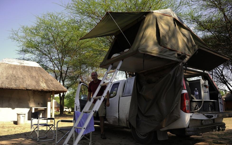 Naposledy starý auto a cirkus (Toro safari lodge)
